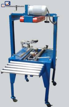 Box closing and sealing machine