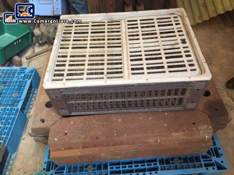 Mold for injection of plastic doors