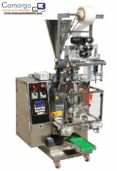 Vertical wrapping machine for triangular format