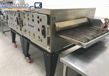Industrial tunnel oven for cooking food