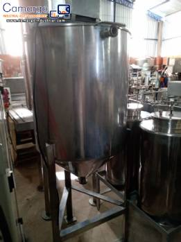 Stainless steel tank for stirring products
