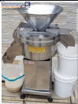 Centrifugal extractor for solids in liquids