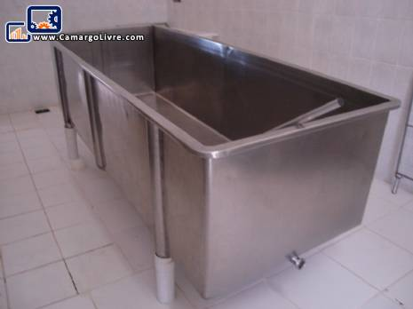 Stainless steel tank for cheese