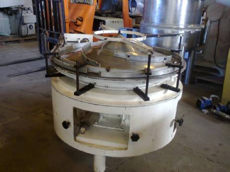 Feeding table for packaging machinery